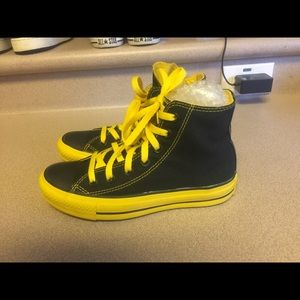 PreOwned Converse Black/Yellow Lace Up Women's 6.